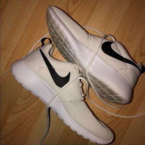 Nike Shoes - Nike White Roshe